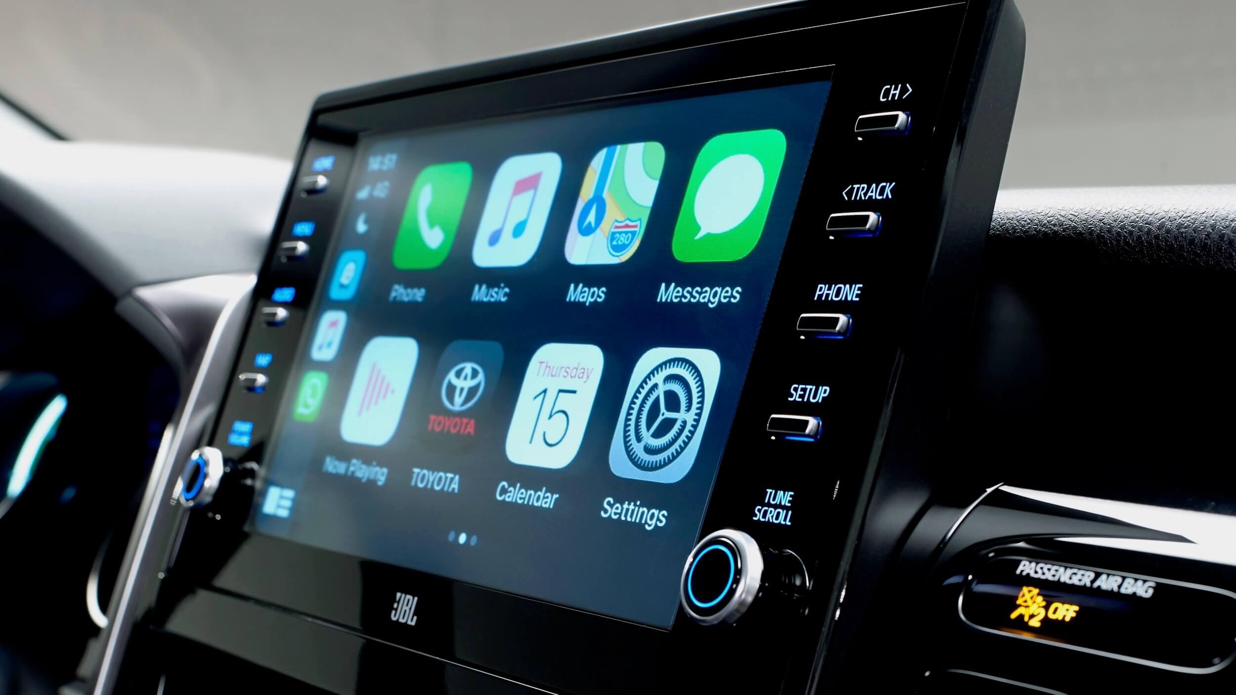 Toyota Camry Hybrid 2021 infotainment ecrã