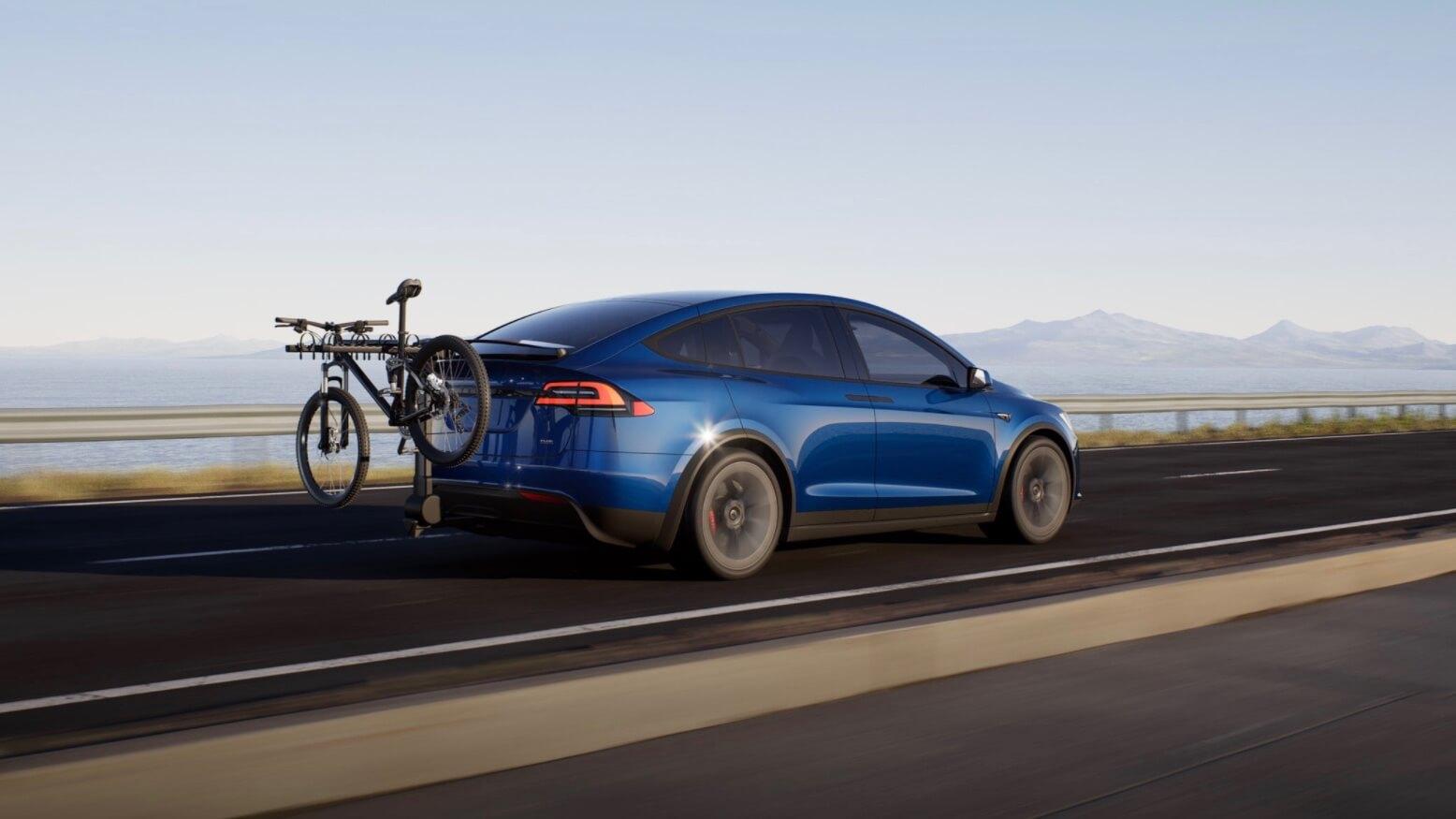 Tesla Model X com bicicleta