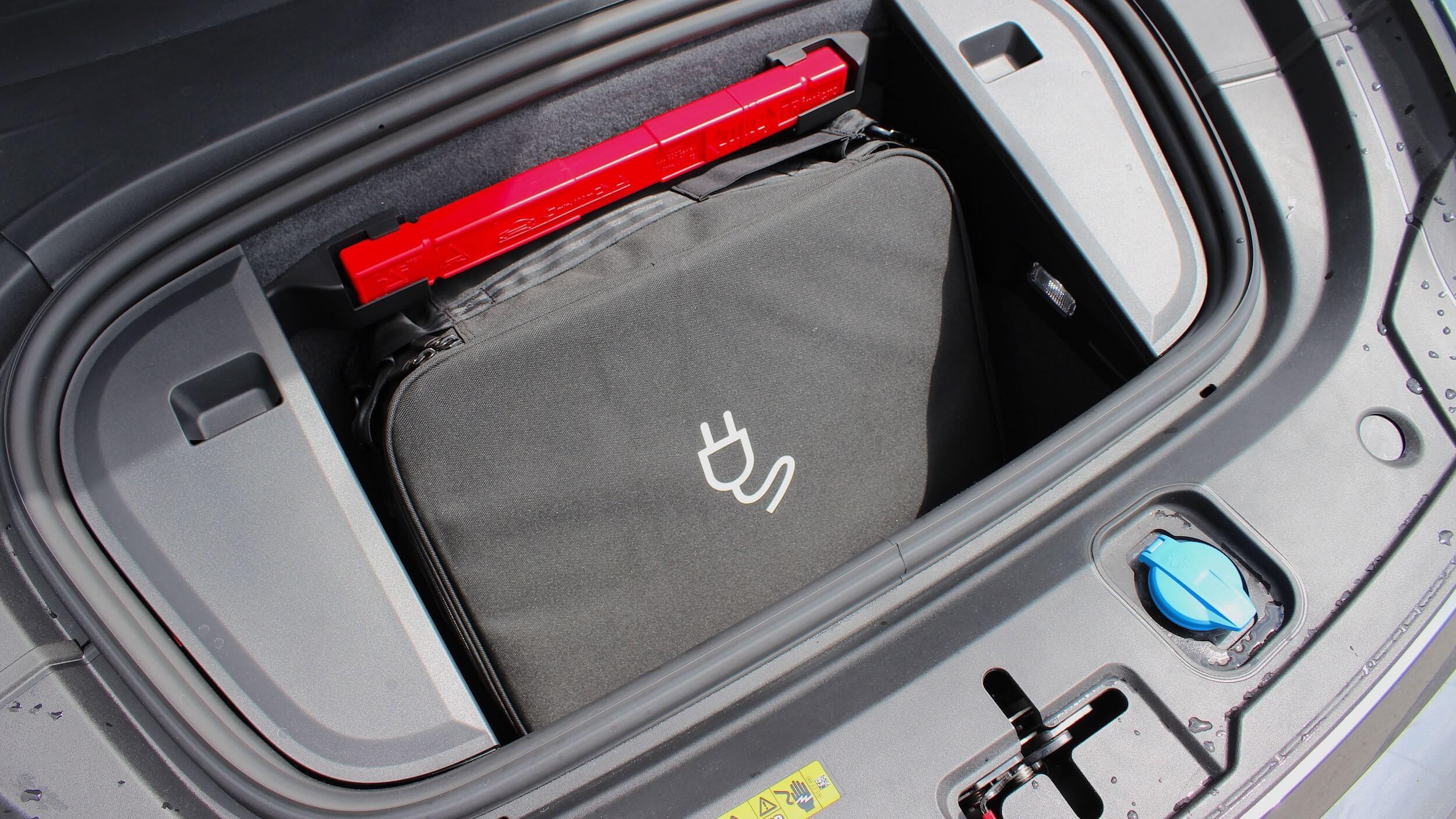 Audi e tron GT bagageira frente