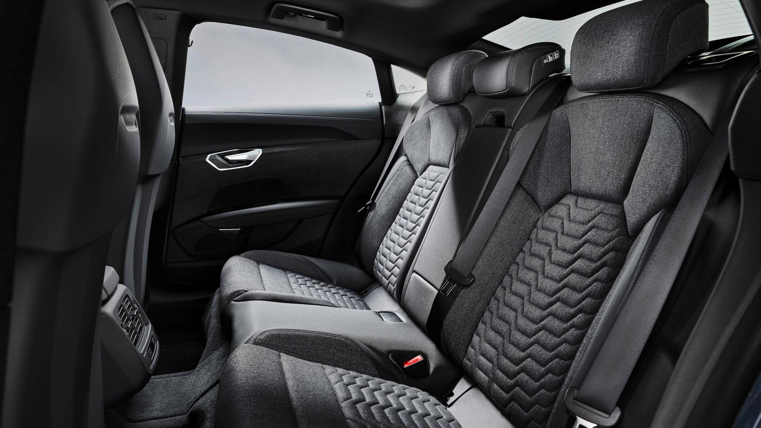 Audi e tron GT banco traseiro