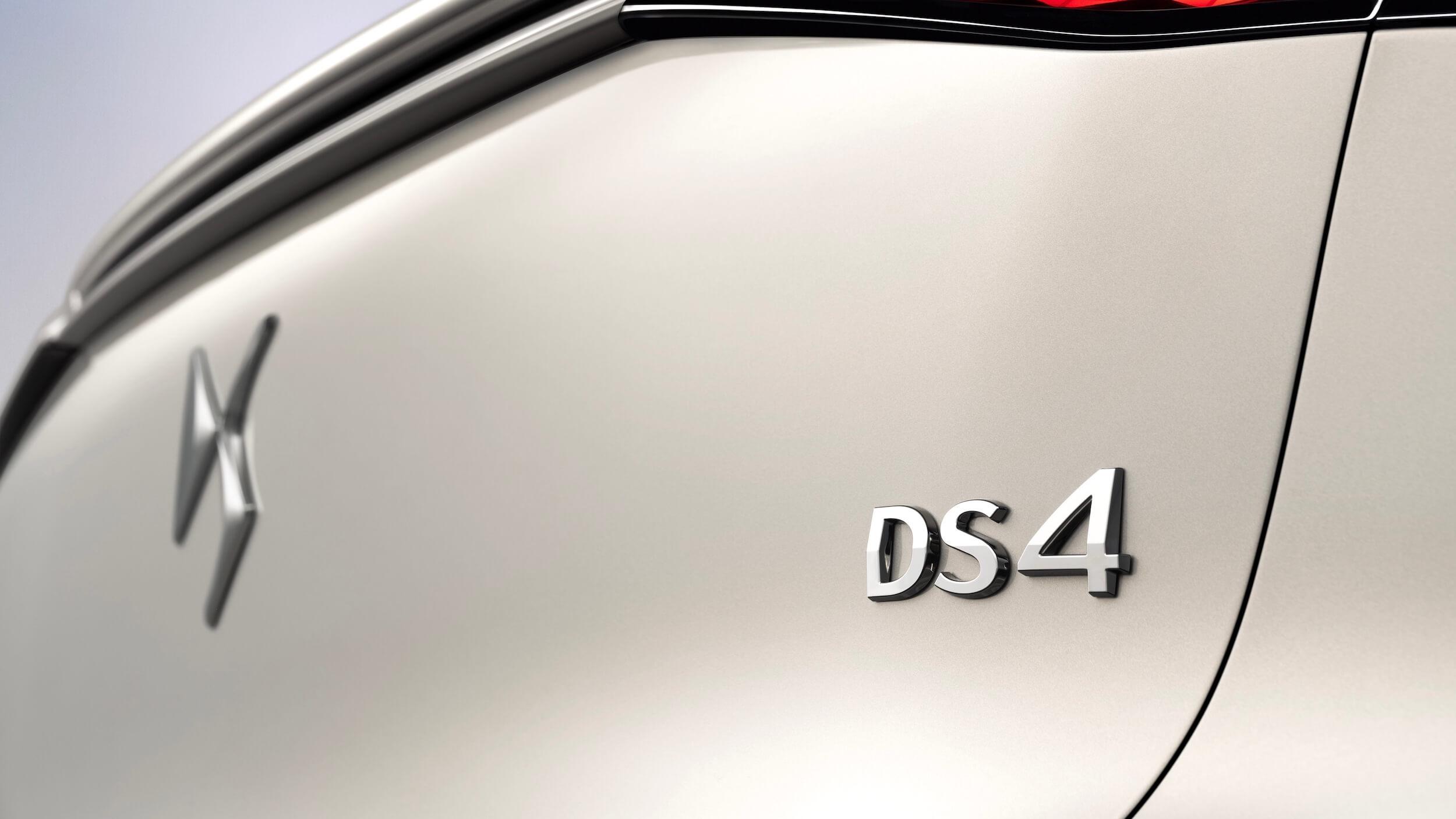 DS4 E Tense DS4 badge
