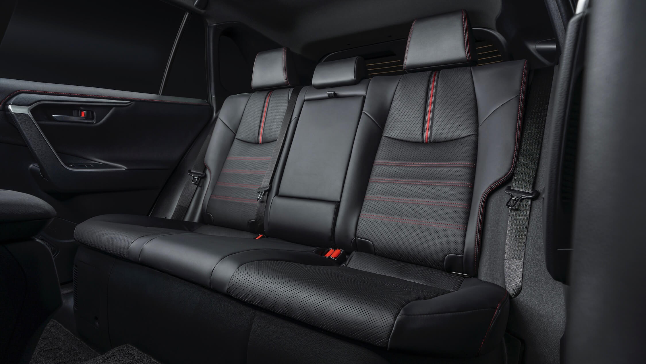 Toyota RAV4 PHEV banco traseiro