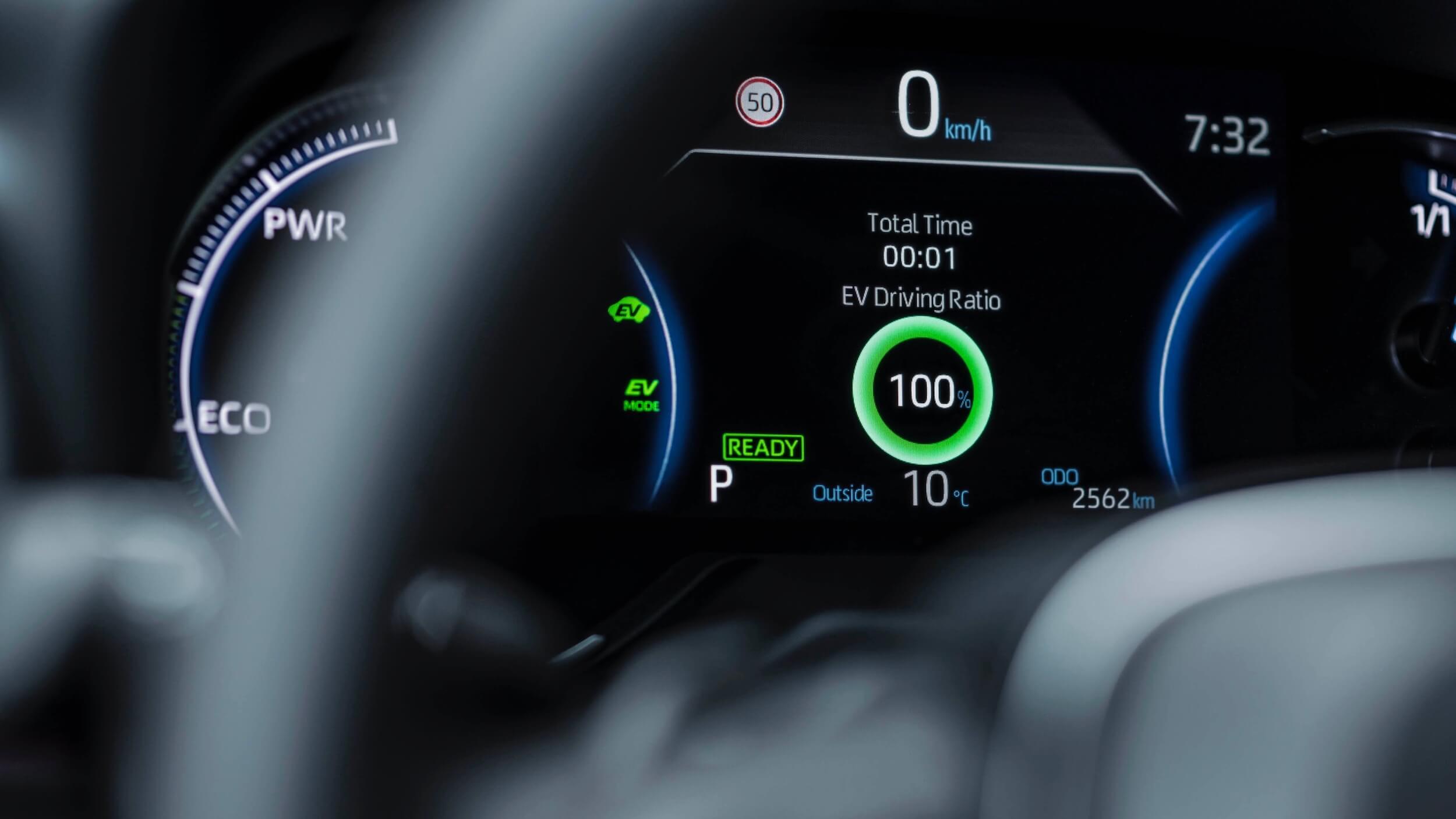 Toyota RAV4 híbrido plug in tacômetro