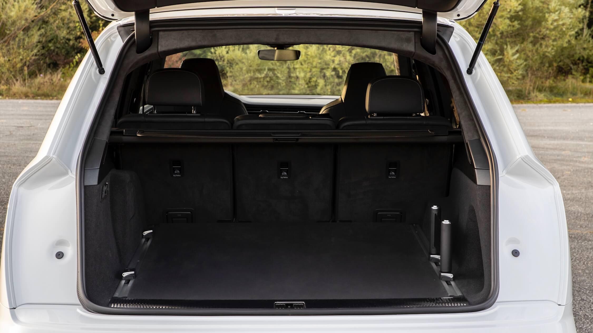 Audi Q7 híbrido porta bagagens
