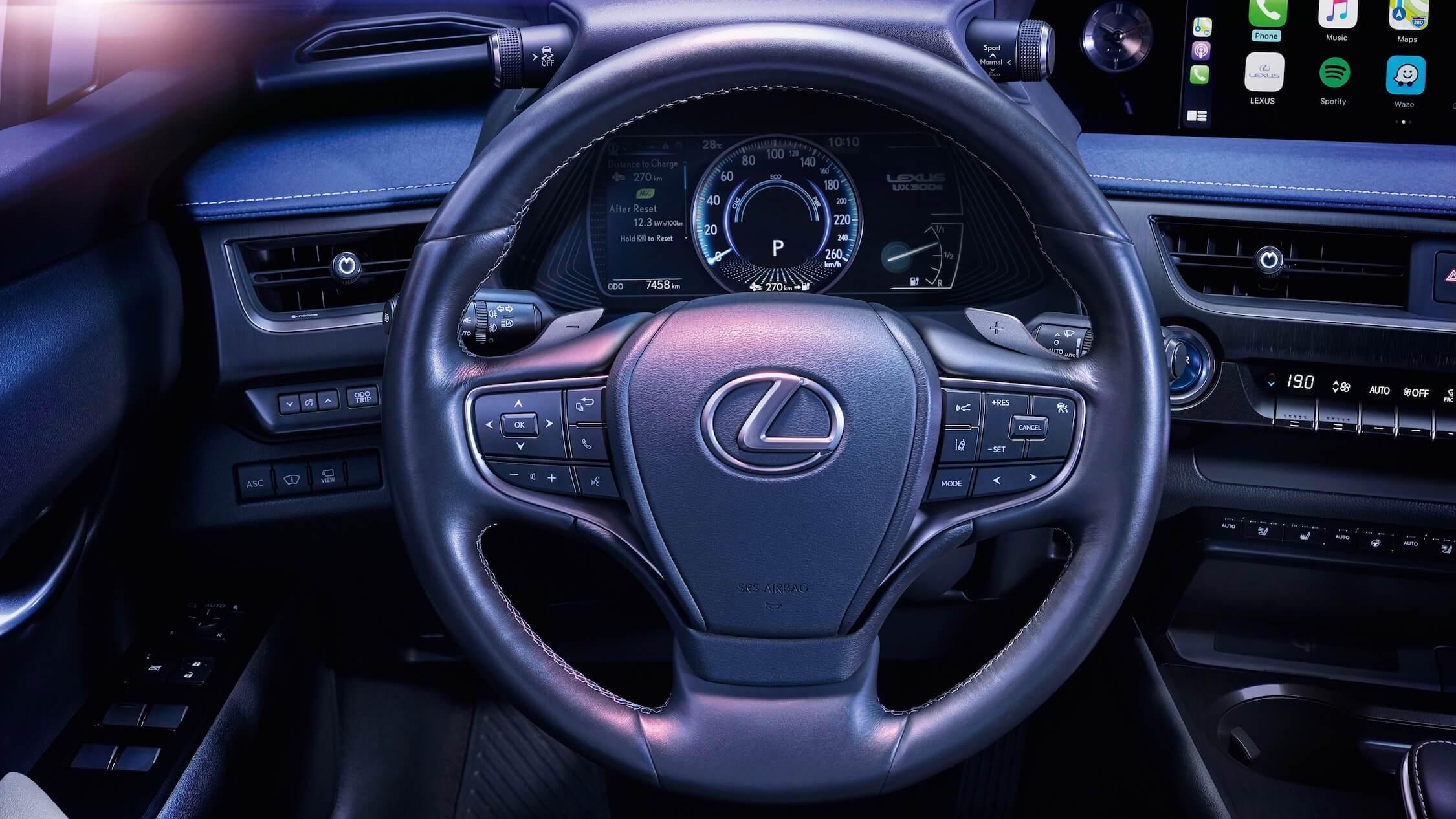 Lexus UX 300e volante