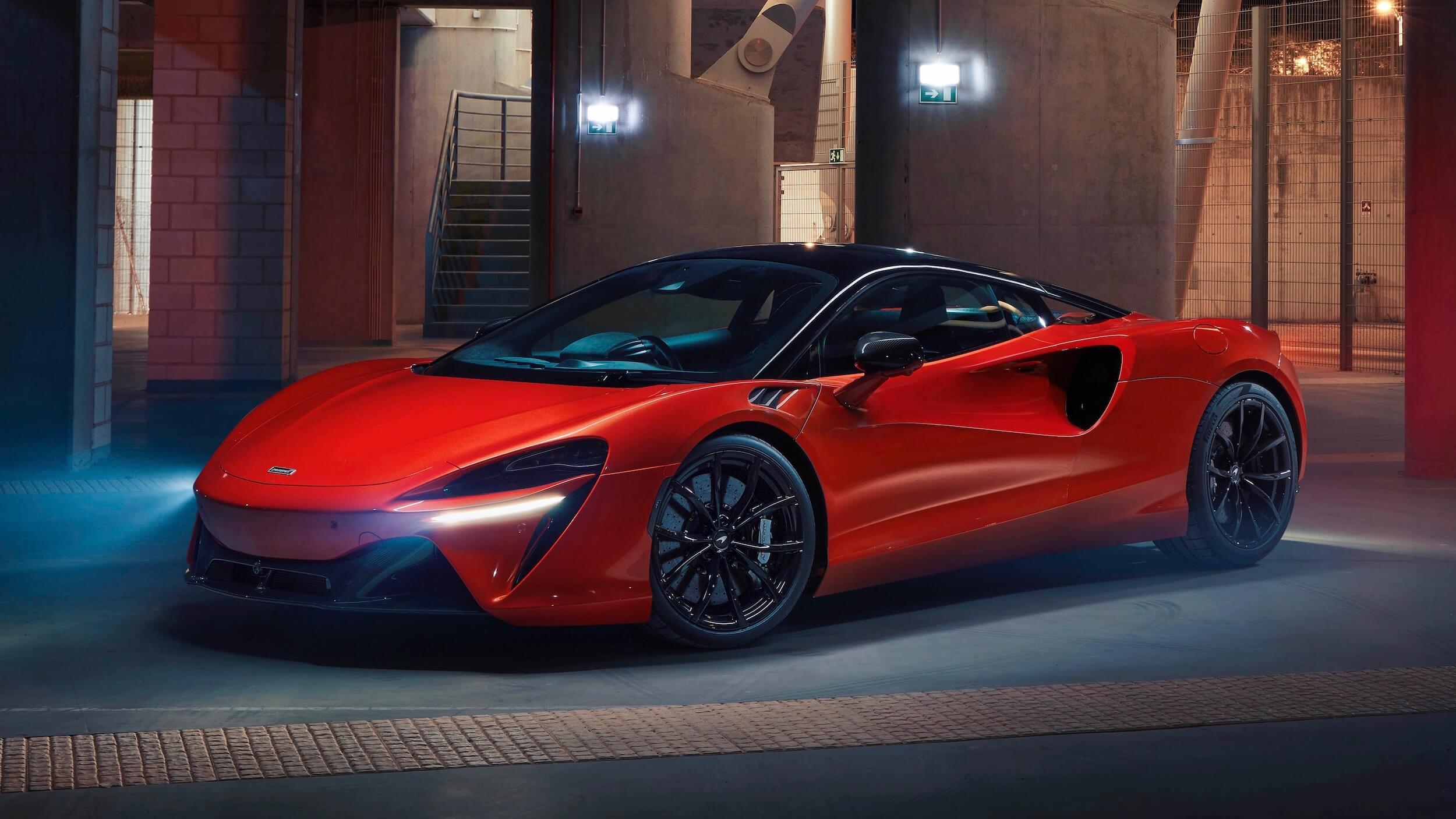 McLaren Artura carro