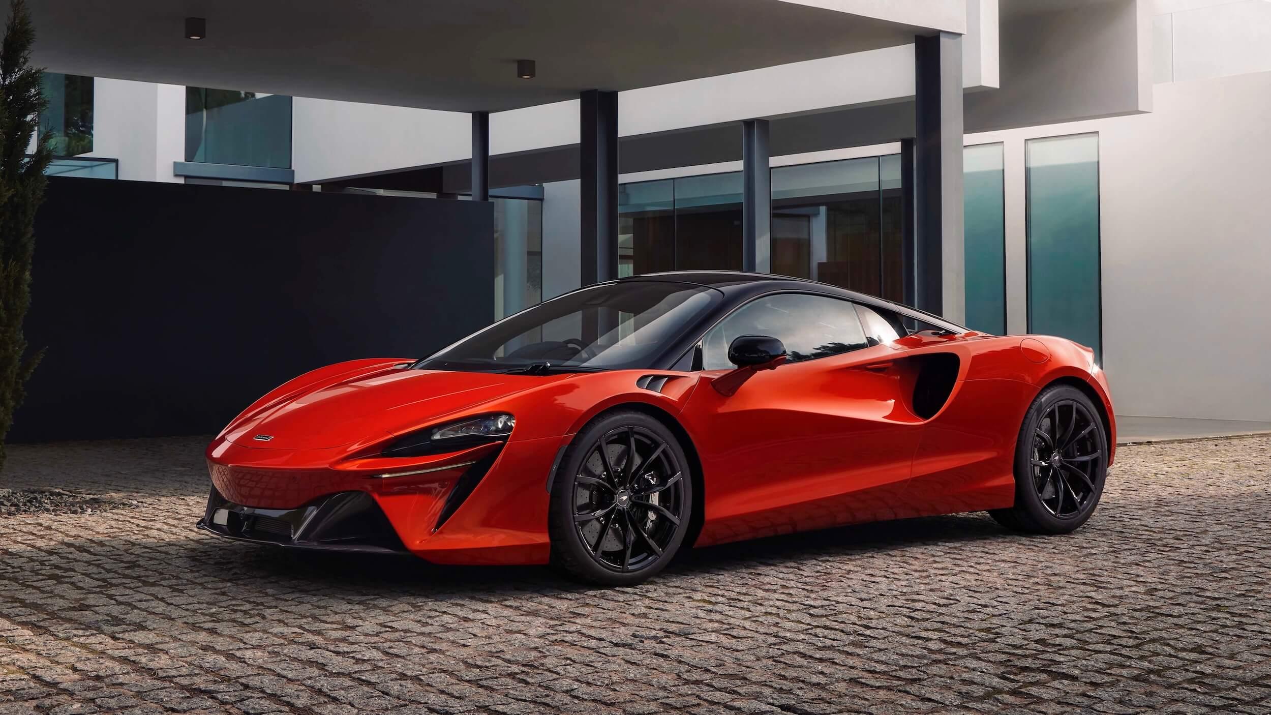 McLaren Artura vermelho