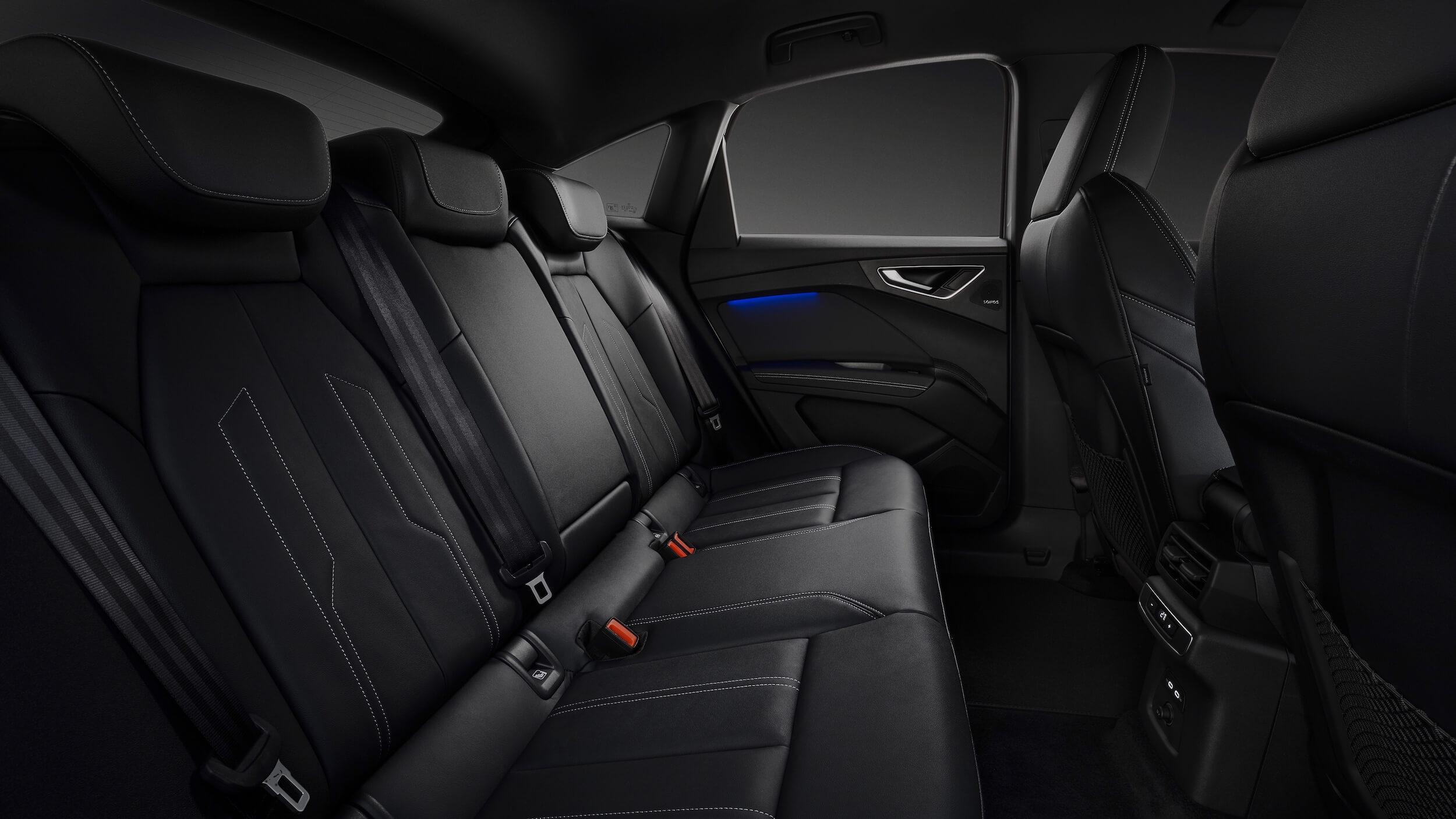 Audi Q4 Sportback e-tron cadeiras traseiras