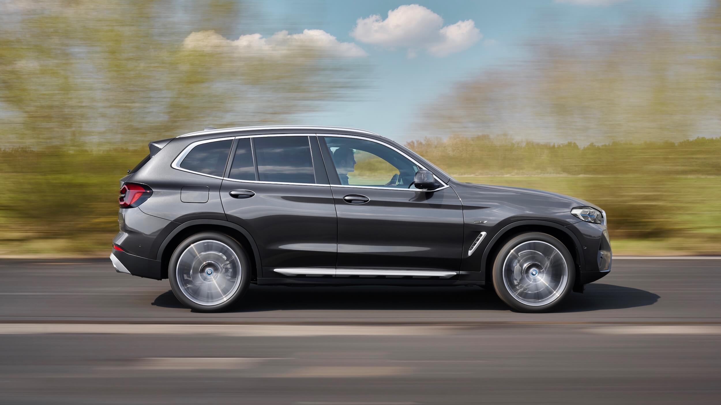BMW X3 xDrive30e facelift profile