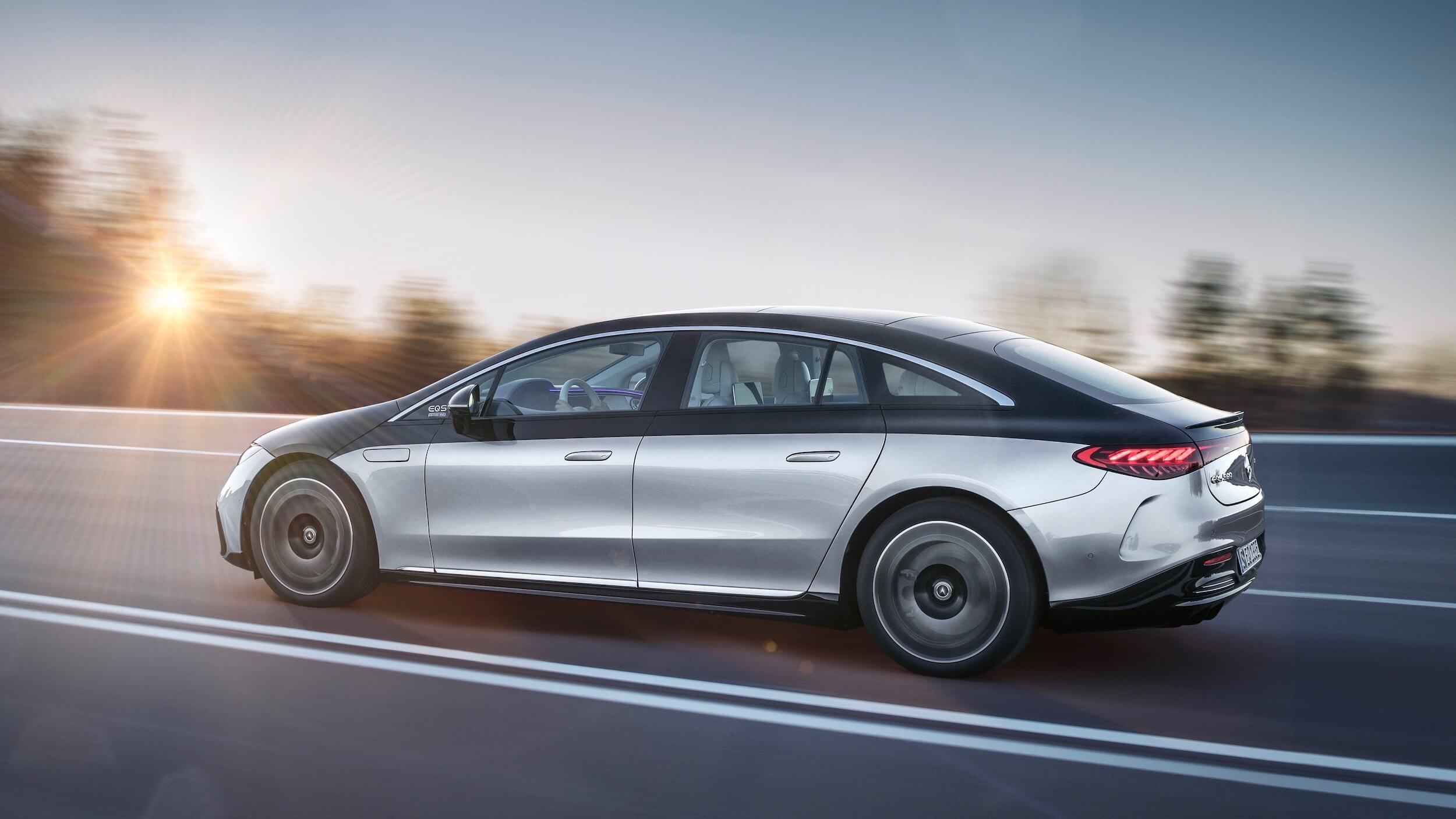 Mercedes EQS perfil